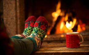 Картинка уют, тепло, чашка, камин, ножки, носочки
