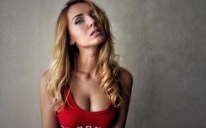 Картинка девушка, фон, портрет, макияж, майка, прическа, блондинка, красная, Liana, Igor Protchenko
