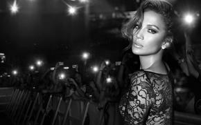 Картинка взгляд, лицо, толпа, платье, актриса, черно-белое, певица, Jennifer Lopez, фанаты, Дженнифер Лопез, J Lo
