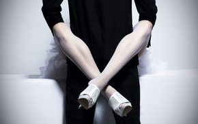 Картинка man, woman, костюм, мужчина, связь, женщина, ноги, чулки