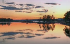 Обои вечер, озеро, небо, горы, деревья, закат