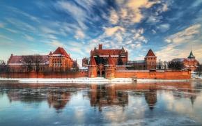 Картинка лед, зима, небо, облака, озеро, отражение, замок, польша