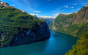 Обои солнечно, Geirangerfjord, горы, fjord, фьорд, деревья, Norway, Гейрангер-фьорд, Норвегия, небо, скалы