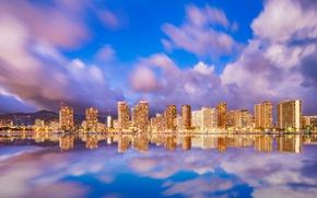 Картинка море, небо, вода, облака, горы, огни, отражение, побережье, дома, вечер, фонари, Гавайи, США, Waikiki, Honolulu
