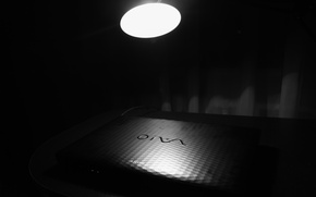 Картинка лампа, Стол, ноутбук, VAIO, SONY, чёрно - белое.