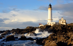 Картинка море, дом, Шотландия, маяк, облака, небо, скалы, камни