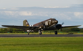 Картинка аэродром, Douglas, военно-транспортный самолёт, Skytrain, C-47A