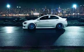 Картинка белый, ночь, город, фонари, профиль, Mitsubishi, Lancer, white, Evolution, небоскрёбы, мегаполис, лансер, митсубиси, эволюшн, profile, …