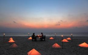 Картинка пляж, океан, романтика, вечер, свечи, пара, двое, столик, факелы, ужин