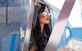 Картинка девушка, модель, playboy, брюнетка, очки, куртка, пилот, girl, sexy, model, авиаторы, playboyplus, Alyssa Bennett