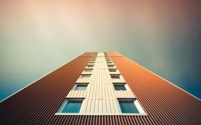 Обои небо, город, дом, окна, высотка