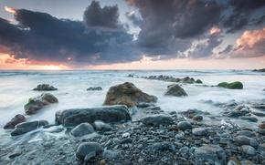 Картинка море, небо, облака, пейзаж, закат, тучи, камни, берег