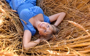 Картинка blue eyes, clothing, lying, resting, relaxation