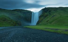 Картинка небо, трава, тучи, обрыв, скалы, водопад, поток