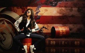 Картинка девушка, лицо, фон, волосы, джинсы, очки, куртка