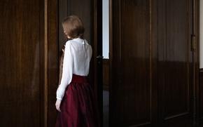 Картинка девушка, дверь, коса, Sandra Plajzer