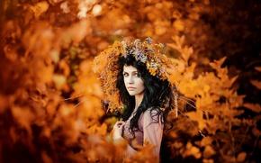 Картинка осень, золото, венок, кареглазая девушка, осенний портрет