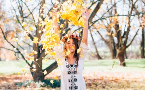 Обои девушка, осень, листья