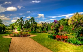 Картинка небо, солнце, облака, деревья, цветы, газон, сад, Шотландия, дорожка, кусты, клумбы, Erddig Hall