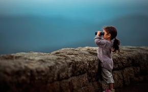 Картинка девочка, бинокль, боке, Faraway