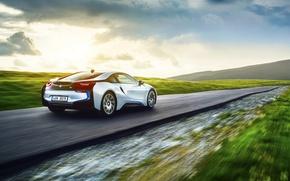 Обои bmw, i8, exotic, motion, grass, speed, white, rear