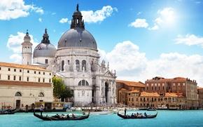 Картинка море, небо, облака, город, люди, Италия, Венеция, собор, канал, архитектура, гондолы, Venice, Санта-Мария делла Салюте