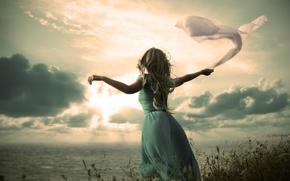 Картинка море, небо, девушка, облака, волосы, руки, платье, ткань, кудри