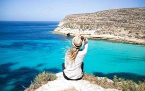 Картинка море, девушка, ветер, волосы, вид, шляпка, утесы