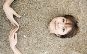 Картинка песок, пляж, японка, руки, orihara mika