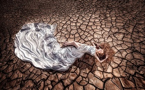 Картинка Фон, земля, трещины, засуха, блондинка, шёлк, ткань