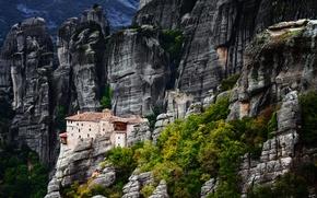 Картинка деревья, горы, дом, скалы, Греция, Метеоры