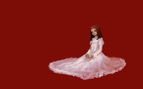 Картинка Девочка, рыжая, сидит, белое платье, красный фон