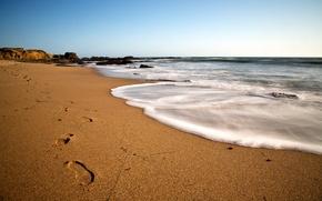 Картинка песок, море, небо, следы, голубое, побережье, Берег, день