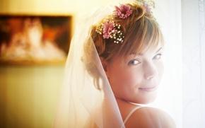 Картинка девушка, счастье, цветы, улыбка, невеста, фата