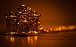 Картинка стиль, фон, widescreen, обои, фотоаппарат, кулон, wallpaper, украшение, золотой, цепочка, разное, широкоформатные, background, подвеска, полноэкранные, ...