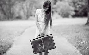 Картинка девушка, настроение, чемодан, Daniela