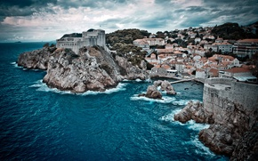 Обои море, волны, небо, вода, облака, пейзаж, природа, скалы, здания, дома, залив, waves, sky, sea, landscape, ...