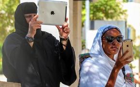Картинка Apple, iPhone, женщина, ситуация, мужчина, планшет, iPad, смартфон