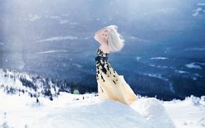 Обои поза, свет, снег, горы, ситуация, блондинка, обои от lolita777, зима, воздух, девушка, настроение, платье