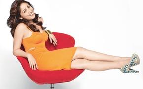 Картинка legs, face, girl, eyes, brunette, девушка, actress, smile, pretty, hair, sexy, Yami Gautam, актриса, heels, …