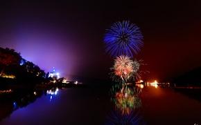 Картинка ночь, город, огни, озеро, река, фейерверк