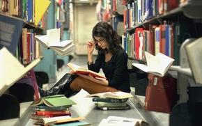 Картинка девушка, книги, библиотека