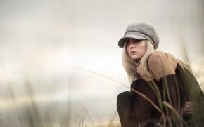 Картинка девушка, блондинка, кепка, холодно, свитер