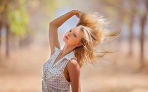 Обои портрет, солнце, взмах, девушка, волосы