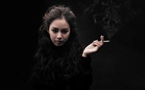 Картинка рука, Азиатка, сигарета, черный фон