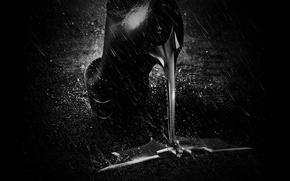Обои The Dark Knight Rises, Batman, 2012, дождь, Темный рыцарь: Возрождение легенды, бэтмен, каблук, значек, сапог, ...