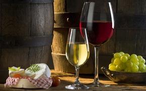 Обои вино, красное, сыр, белое, бокалы, томат, тень, солнце, бочки, виноград