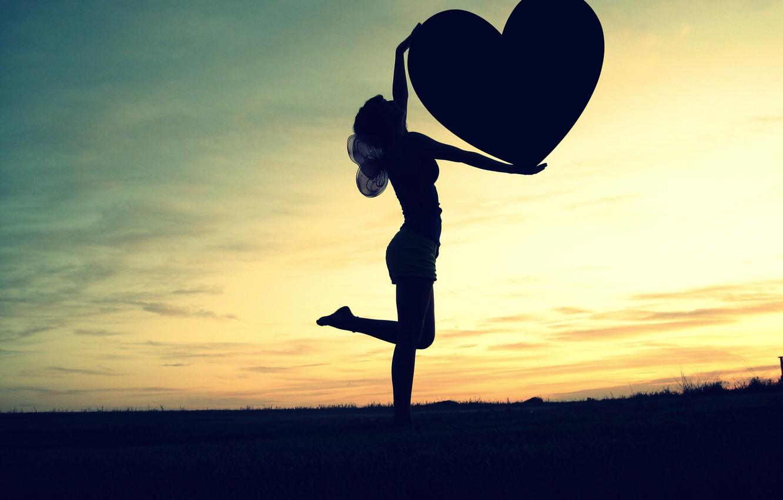 Фото обои небо, свобода, девушка, любовь, закат, сердце, крылья, горизонт, love, чувство