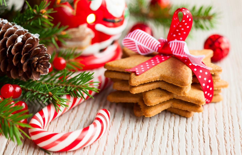 Фото обои звезды, праздник, игрушки, ель, ветка, Новый Год, печенье, Рождество, леденцы, шишка, десерт, выпечка, ленточка, новогоднее