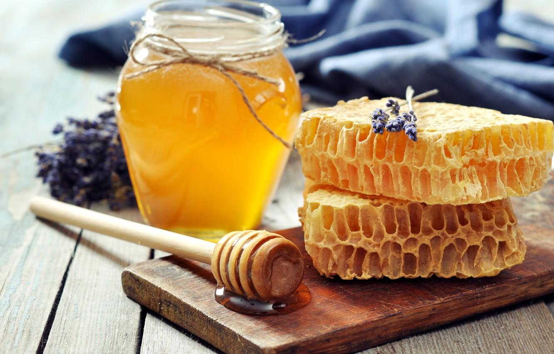 Фото обои соты, мед, ложка, банка, доска, мёд, лаванда, баночка